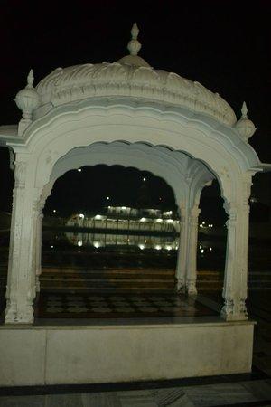 Gurudwara Baba Atal Rai: sarover side