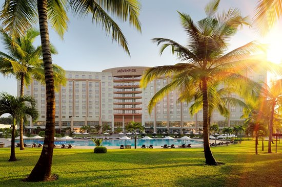 Movenpick Ambassador Hotel Accra : Hotel view from garden