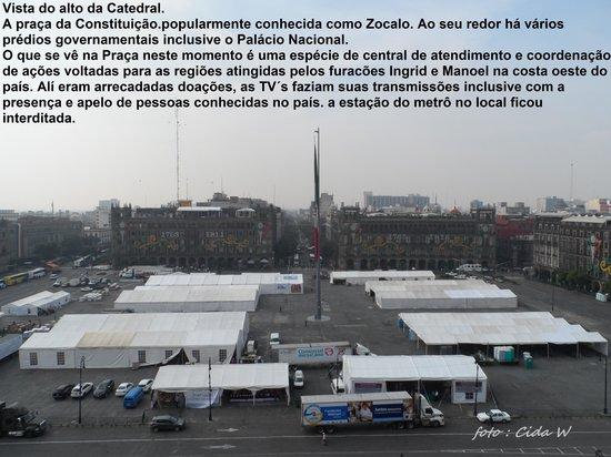 Praça do Zocalo transformada em centro de auxílio às cidades vitimadas pelos furacões Ingrid e M