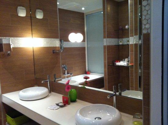 Bel Ami Hotel: Bagno mega galattico