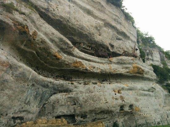 Roque Saint-Christophe Fort et Cite Troglodytiques: Vue du bas