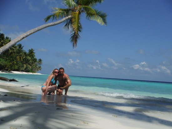 Filitheyo Island Resort : plage nord-est face a l'ile