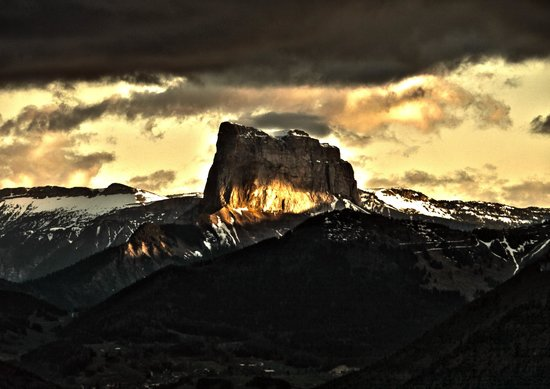 La Soldanelle : Le mont Aiguille en vue directe depuis le refuge