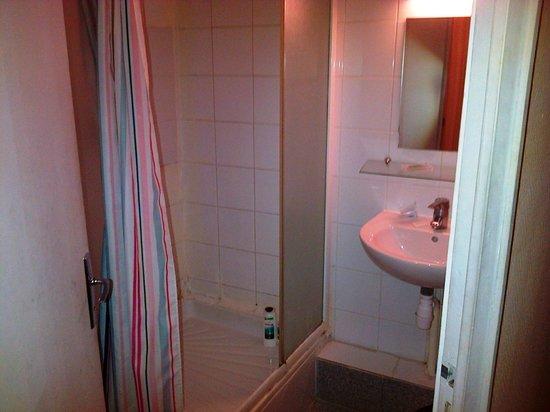 Hipotel Paris Belleville : La salle de bain