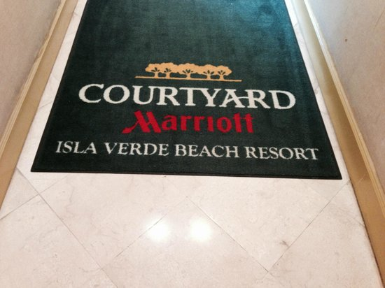 Courtyard by Marriott Isla Verde Beach Resort: Welcome Mat from beach