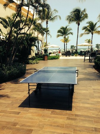 Courtyard by Marriott Isla Verde Beach Resort: Clean well maintained grounds around property - ping pong