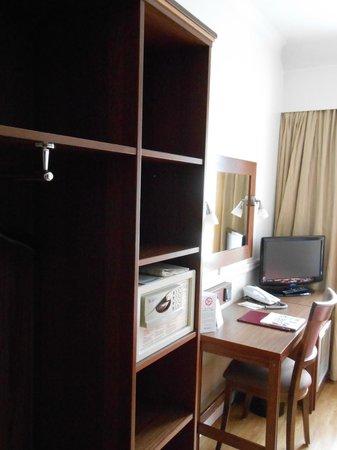 Anna Hotel: шкаф-стол