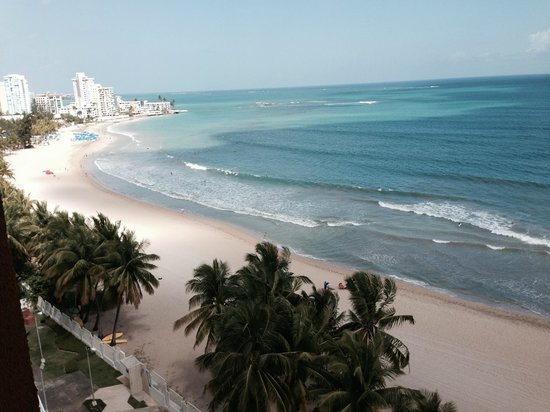 Courtyard by Marriott Isla Verde Beach Resort: View from room - every room is beach view