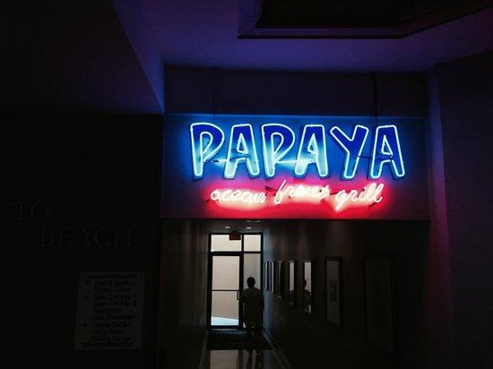 Courtyard Isla Verde Beach Resort: Papaya - great bar in lobby