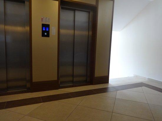Insula Resort & Spa: Лифт 2-ой этаж 2014-04