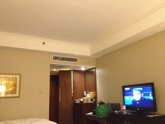 Grand Mercure Beijing Central: 일반 룸입니다. 시설이 오래되었습니다.