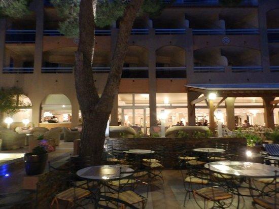 Grand Hotel Du Lido : visto dal giardino