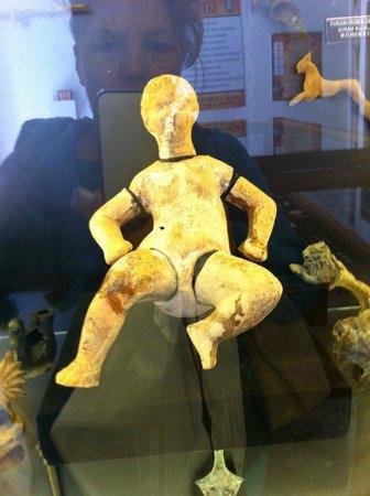 Medusa Cam Eserler Muzesi: Kukla çocuk