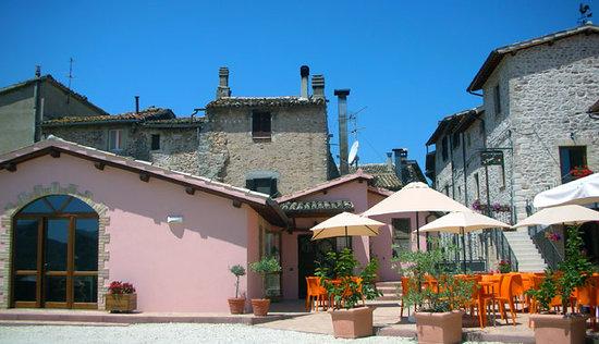 Il Borgo di Messenano : spazio esterno