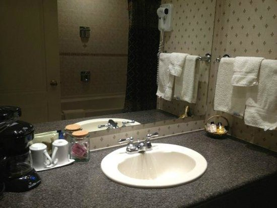 Best Western Plus The Arden Park Hotel: Bathroom