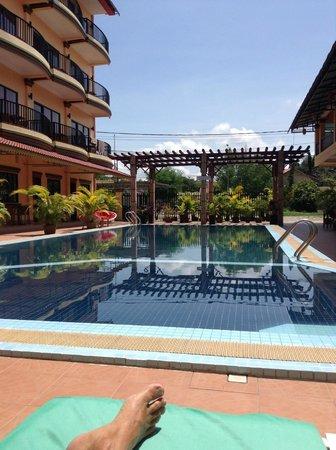 Grand Sihanoukville Hotel: Sunbathing