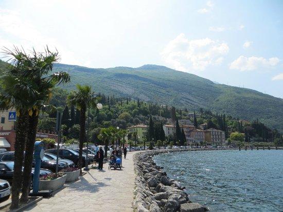 Hotel Lago di Garda: lungo lago