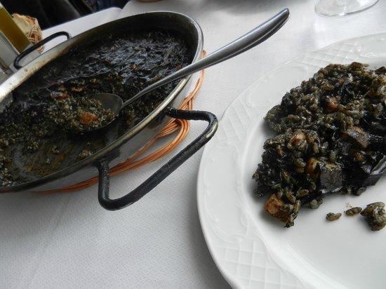 El pescador: Paella au riz noir