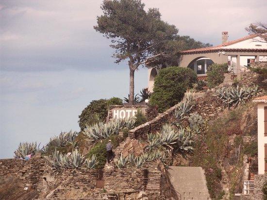 Les Caranques : Vue de l'hôtel depuis la plage
