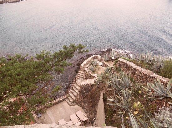 Les Caranques: Vue d'une des terrasses de l'hôtel