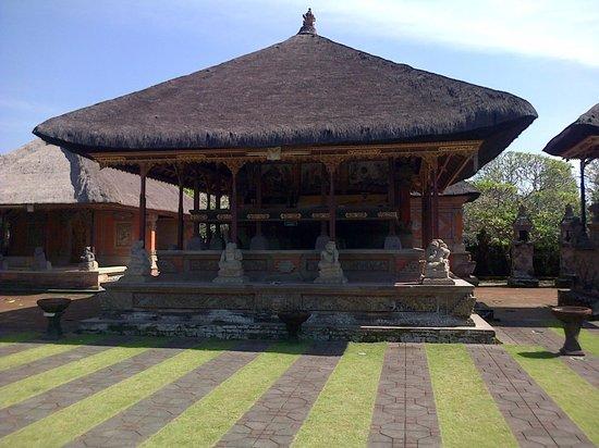 Park Regis Kuta Bali : awesome temples