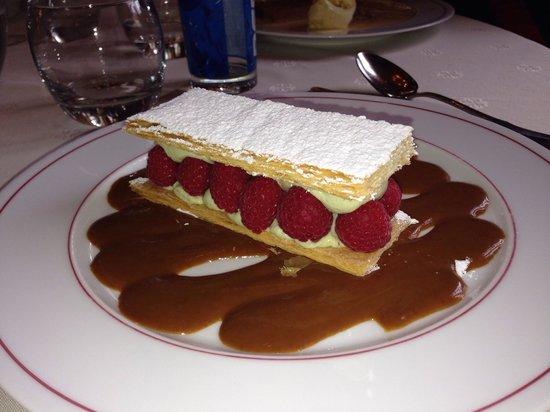 Restaurant La Botte de Nevers: Millefeuille de framboise mousseline pistache