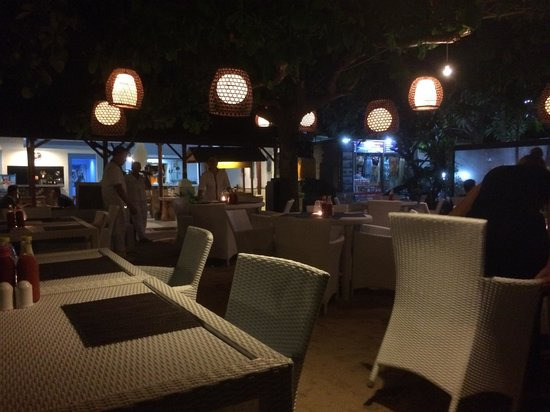 Toro Toro Beach Restaurant: Toro Toro restaurant by night
