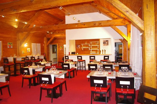 O Comptoirs des Saisons : La Grande Salle de Restaurant
