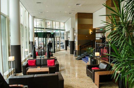 NH Amsterdam Museum Quarter: Hotel lobby