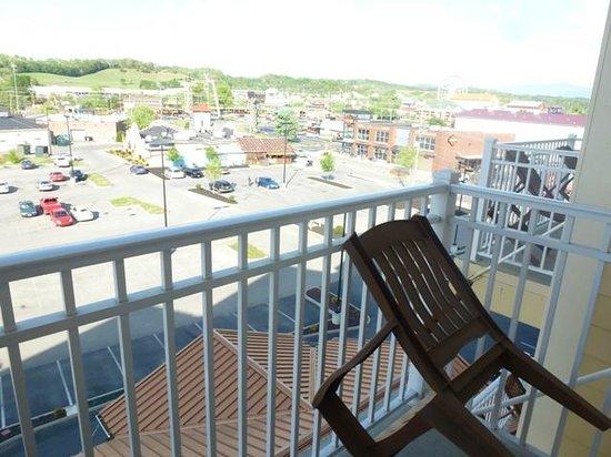 Clarion Inn Dollywood Area : Fifth Floor King Balcony