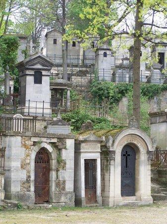 Cimetière du Père-Lachaise : Tomb 'houses' in the 'city of the dead'