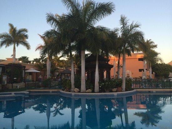 Green Garden Resort & Suites: vue piscine