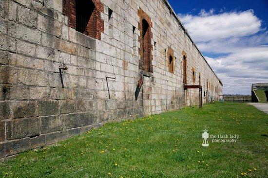 Fort Adams State Park: Inside walls