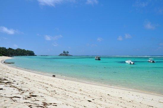 Kaz Kreol Restaurant & Beach Club : Kaz Kreol - Anse Royale  davanti ristorante