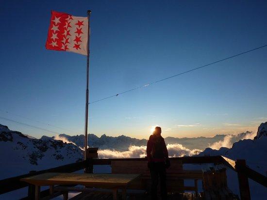 Cabane de Tortin : le fameux coucher de soleil face au Mont Blanc….
