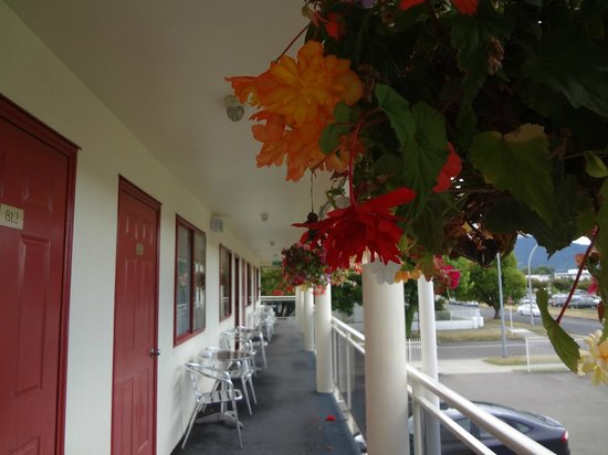 BK's Rotorua Motor Lodge: The balcony outside room