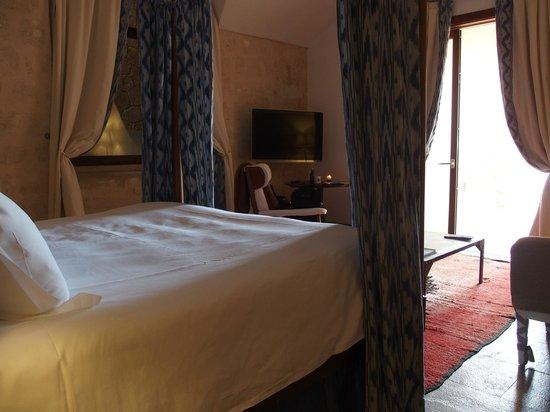 Cap Rocat : Four poster bed