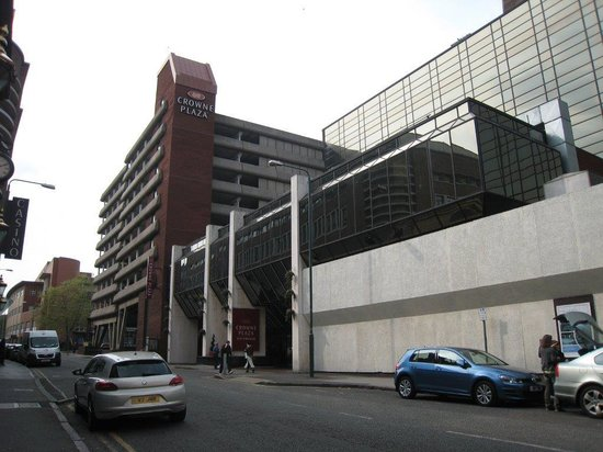 Crowne Plaza Hotel Nottingham: Entrance and multistorey CP
