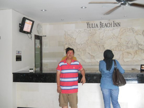 Yulia Beach Inn: Reception