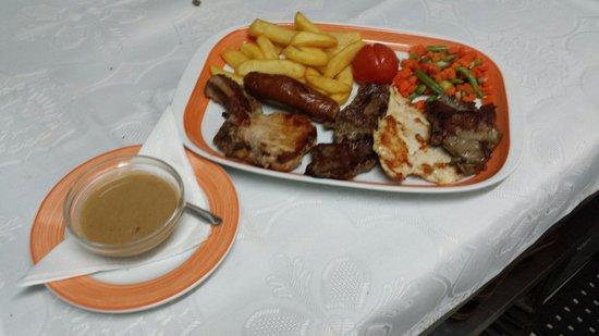 El Mastil Restaurante : Mixed Meat Grill