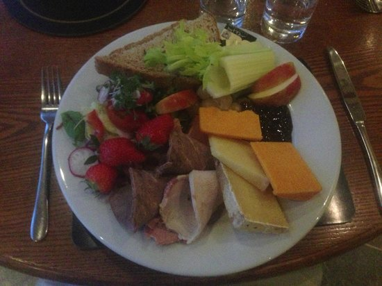 BEST WESTERN Sysonby Knoll Hotel: Melton Mowbray Ploughmans (with a selection of cold meats, instead of Pork Pie)