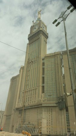 Al Safwah Hotel: Near the big clock tower