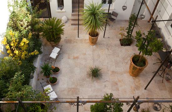 Aux Augustins : patio