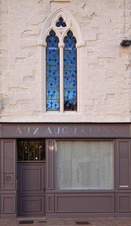 Aux Augustins : façade