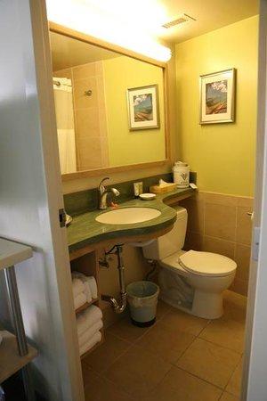 Aston Waikiki Circle Hotel : Salle de bain