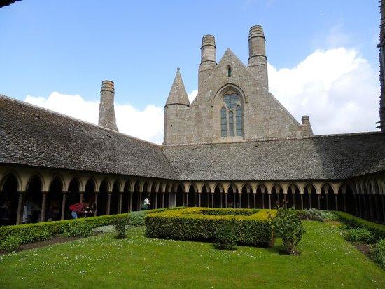 Abbaye du Mont-Saint-Michel : Le cloitre