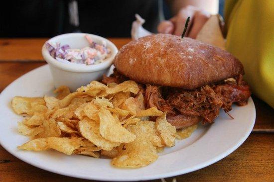 Boundary Bay Brewery & Bistro: Pulled pork