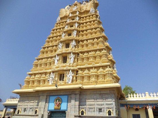 Sri Chamundeshwari Temple: Temple gopuram