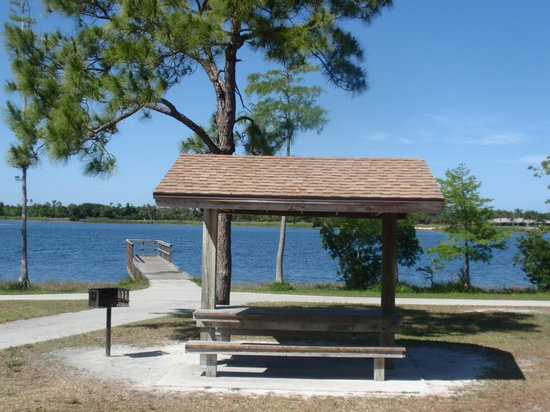 Okeeheelee Park : 40 personal picnic areas with BBQ grills