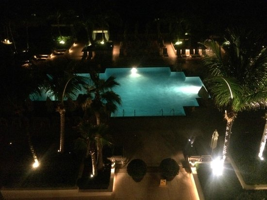Four Seasons Resort, Palm Beach: Night view from our room